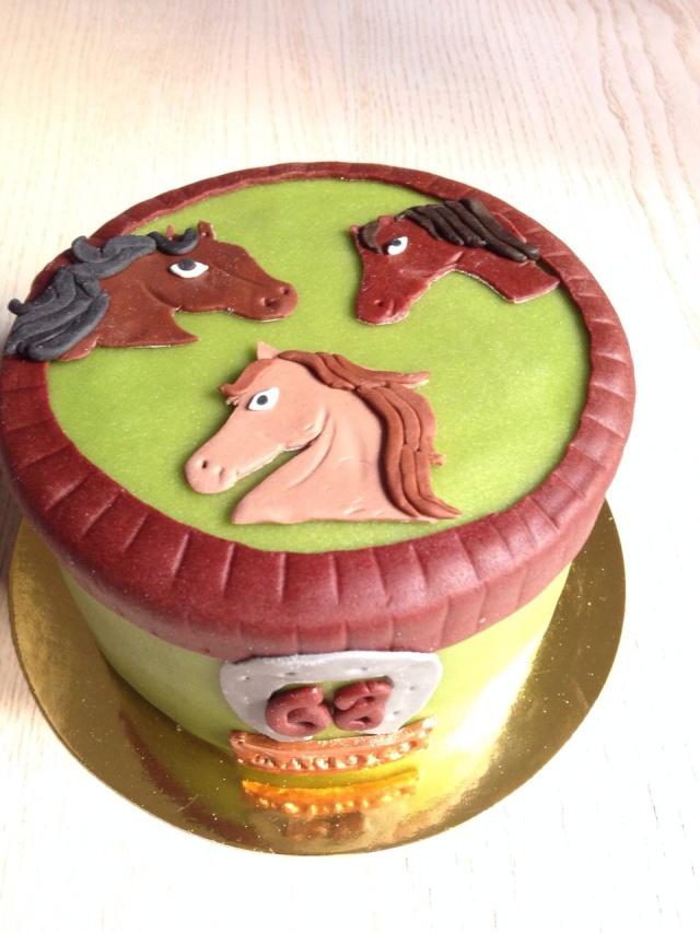 Tarta caballos fondant